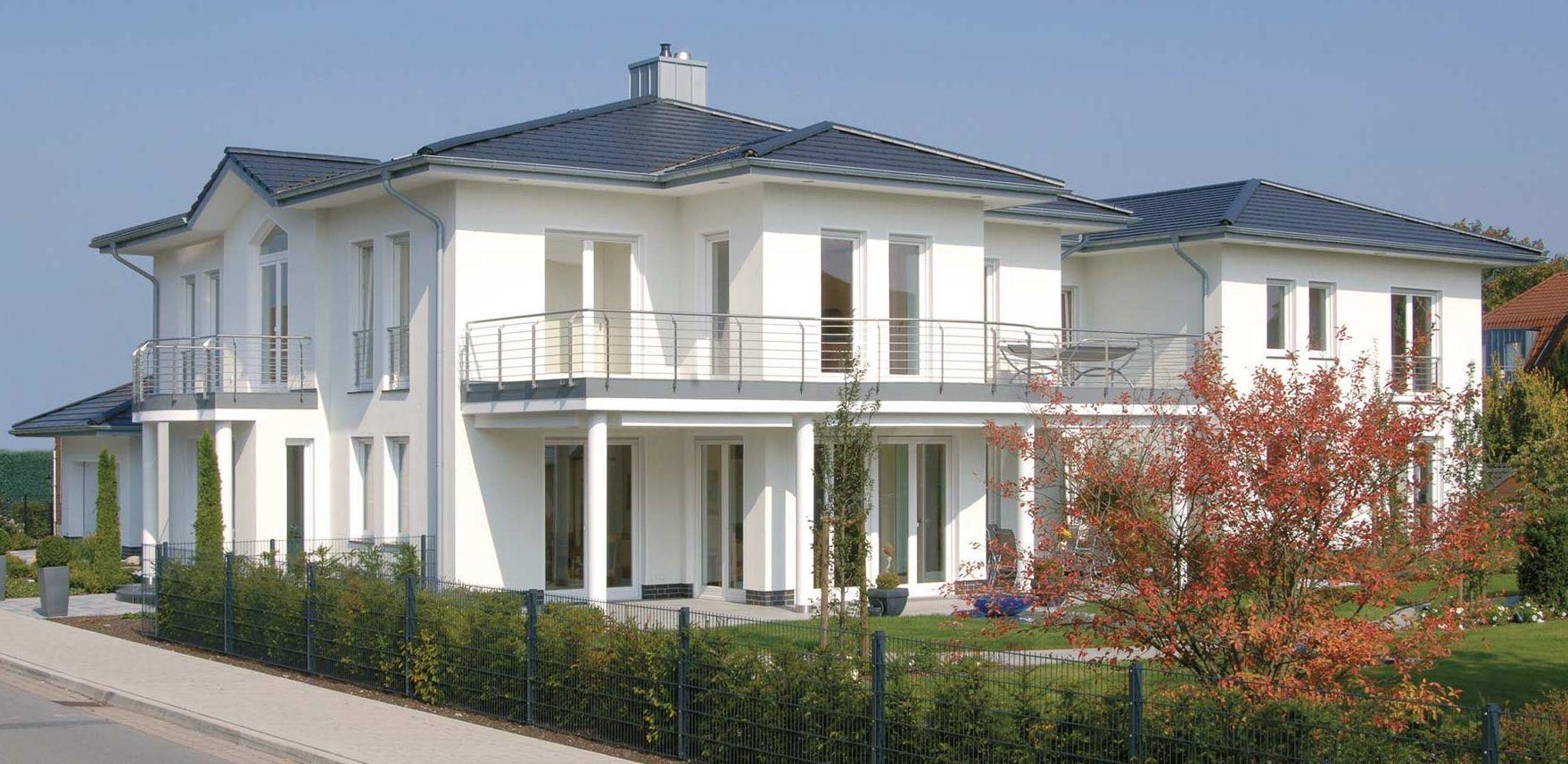 Moderne stadtvilla mit einem schornstein der alle for Moderne bauweise