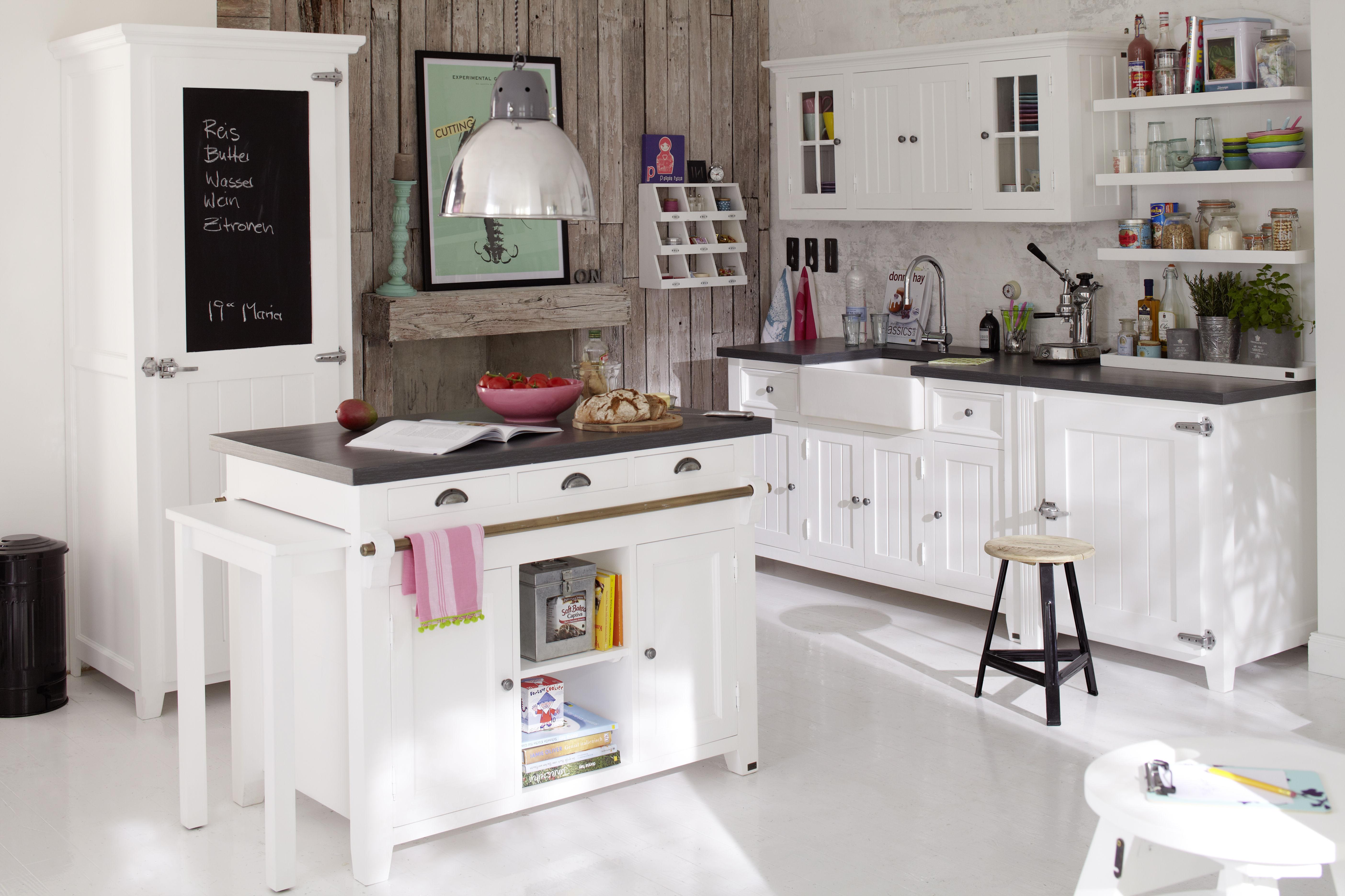 durchdachte k che mit holzwand. Black Bedroom Furniture Sets. Home Design Ideas