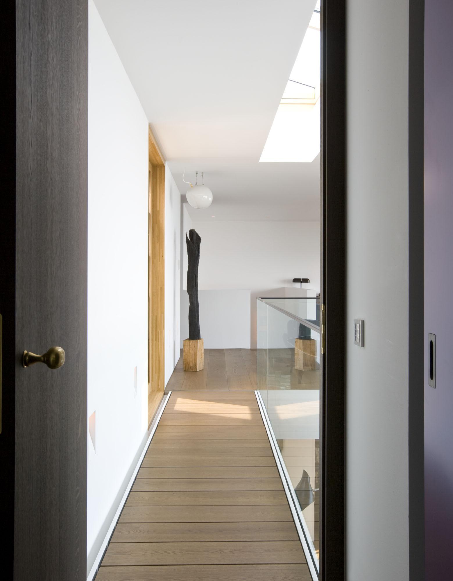 flur auf der galerie. Black Bedroom Furniture Sets. Home Design Ideas