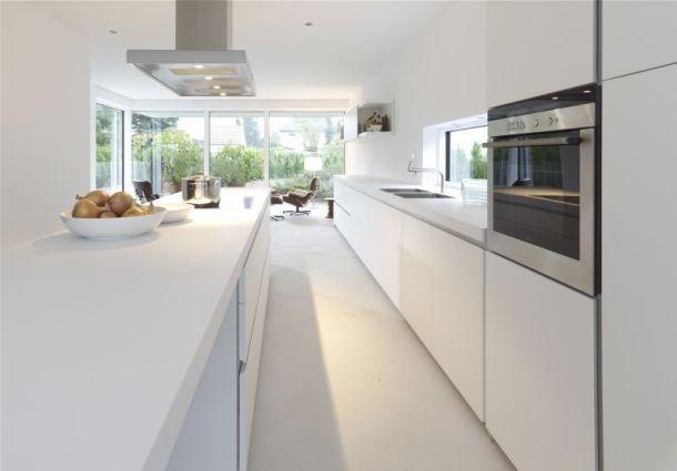 küche: freie sicht ins wohnzimmer - bauemotion.de, Kuchen deko