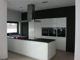 Schwarz-weiße Küche - bauemotion.de