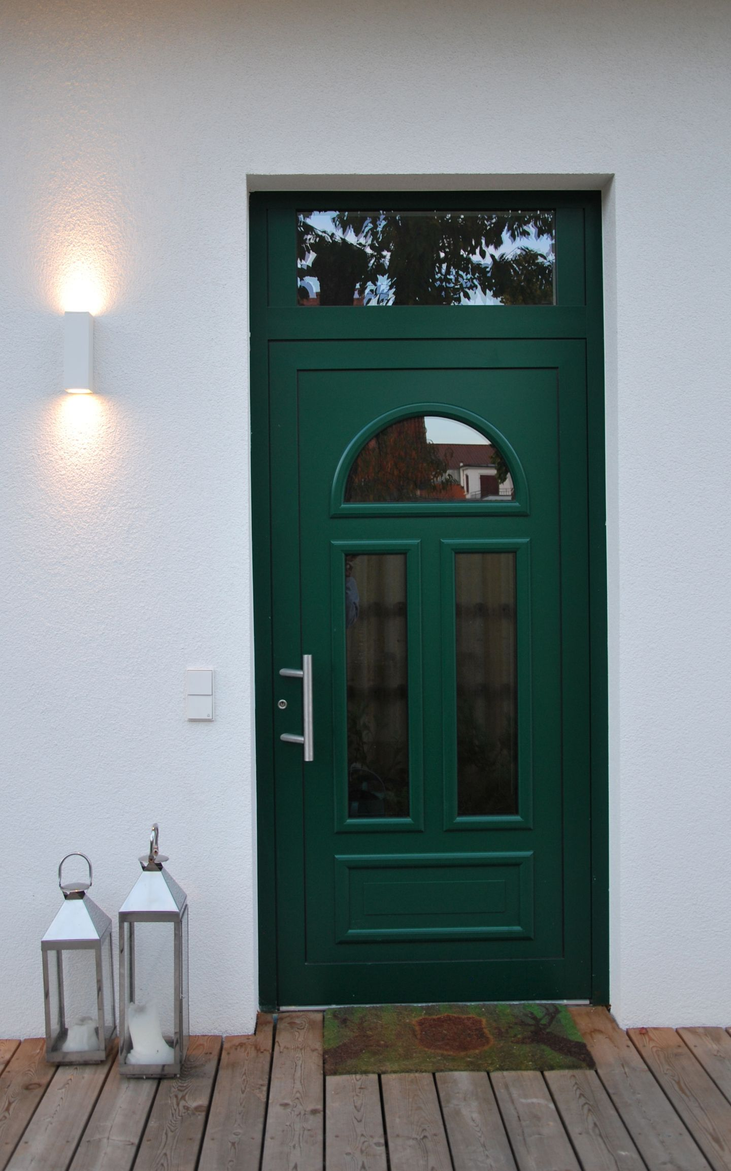 Klassischer hauseingang im landhaus stil for Klassischer stil