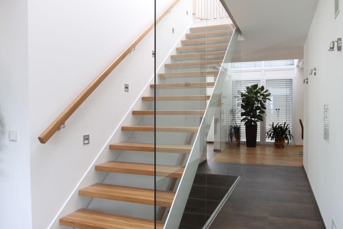innentreppe mit trennwand aus glas. Black Bedroom Furniture Sets. Home Design Ideas