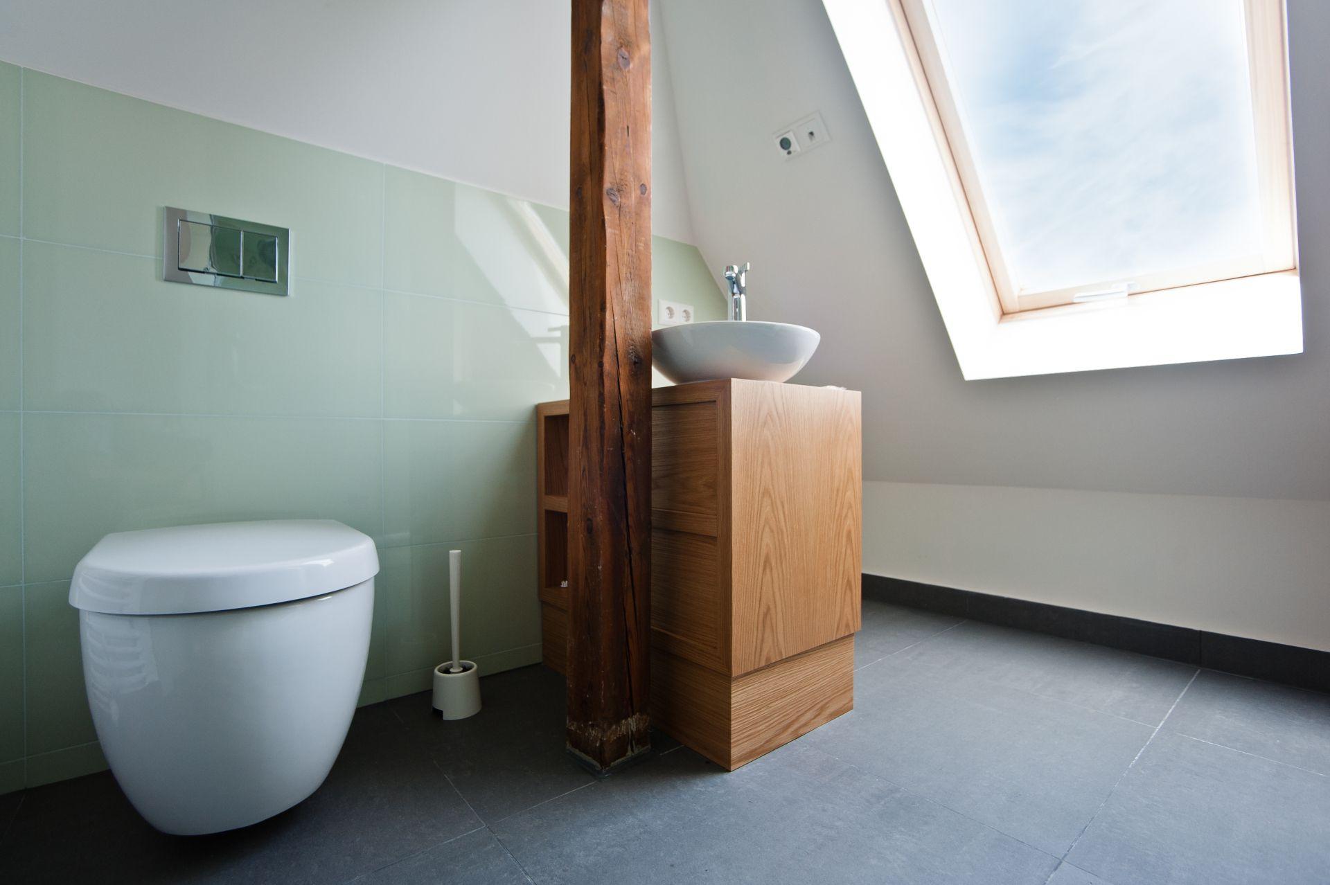 K nstlercharme unterm dach for Badezimmer ideen unterm dach