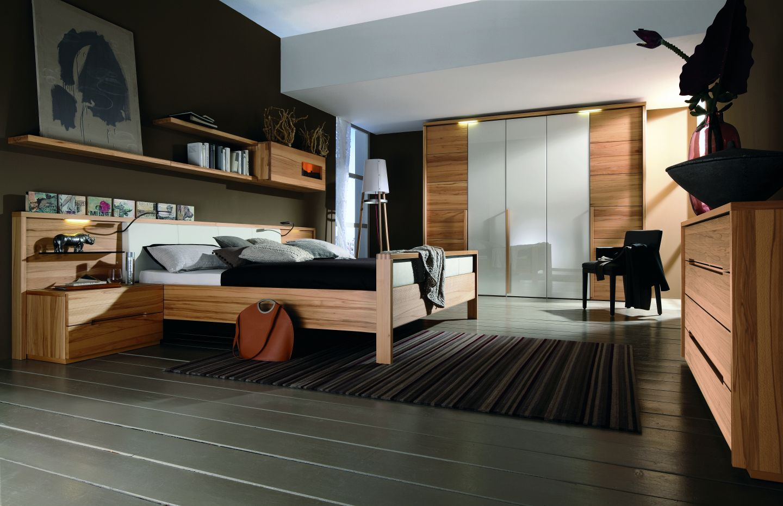 modernes schlafzimmer mit grauem dielenboden. Black Bedroom Furniture Sets. Home Design Ideas