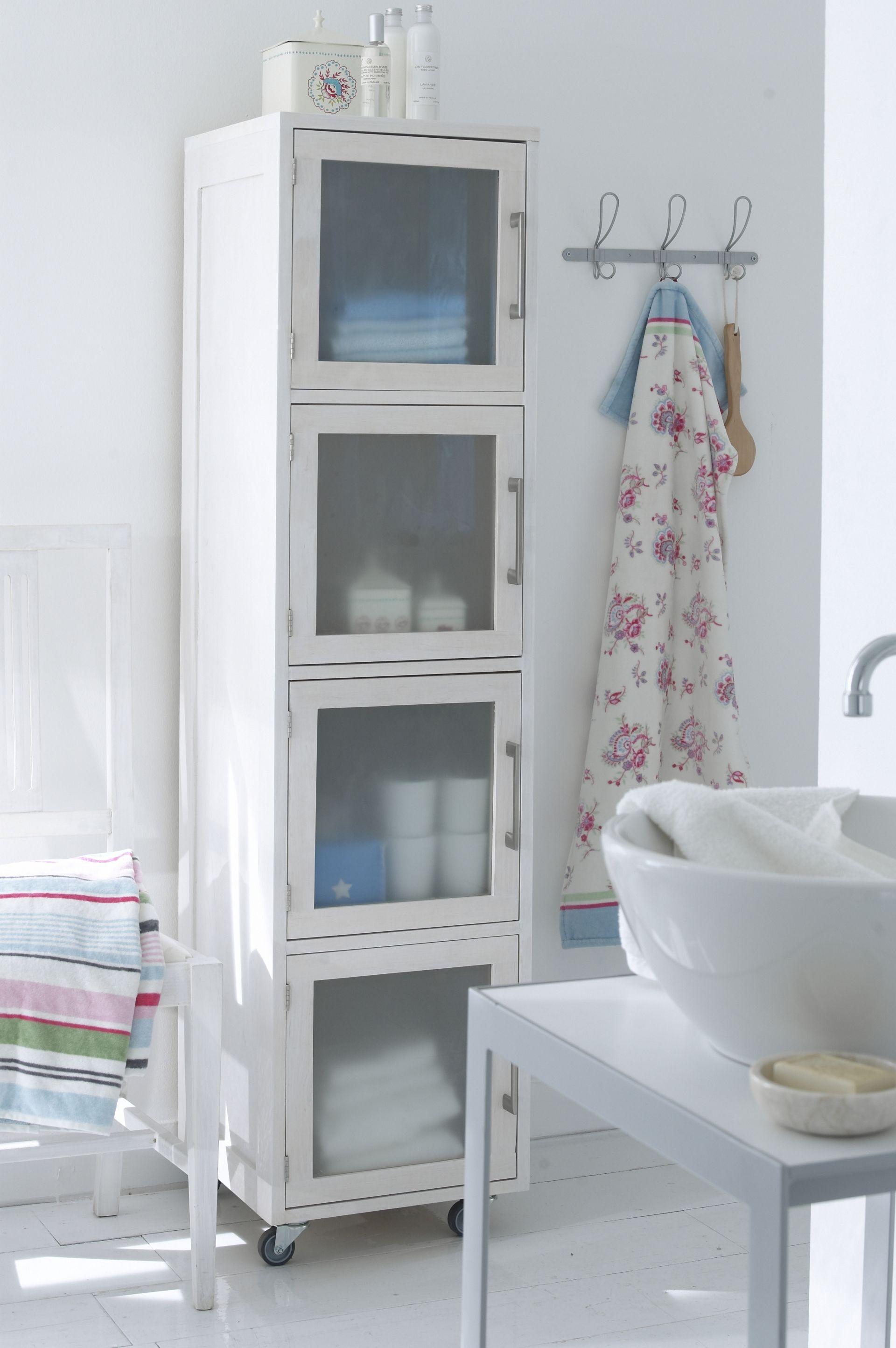 Badezimmer mit rollendem stauraum for Stauraum badezimmer