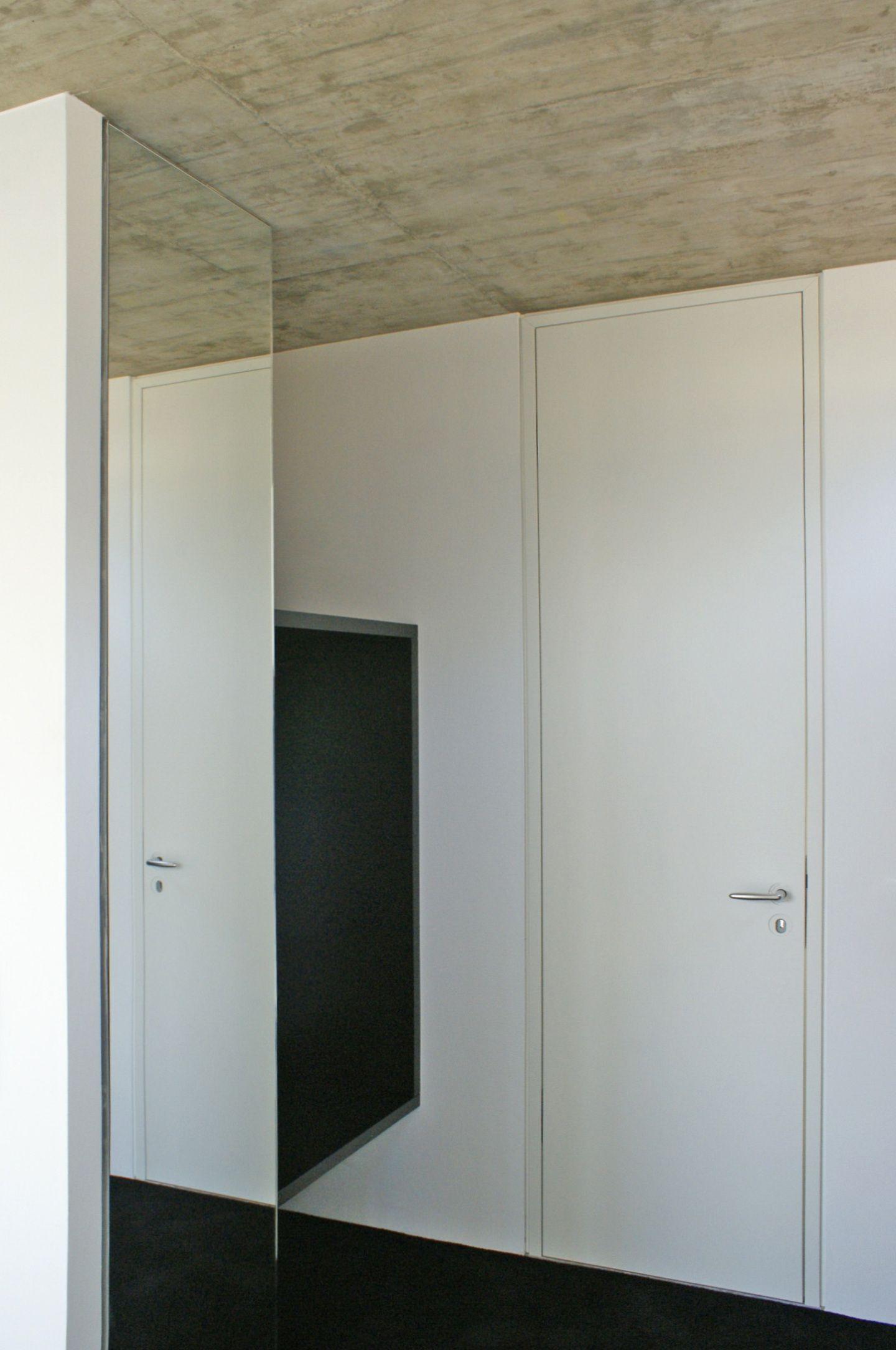 flur mit eingebauter garderobe. Black Bedroom Furniture Sets. Home Design Ideas