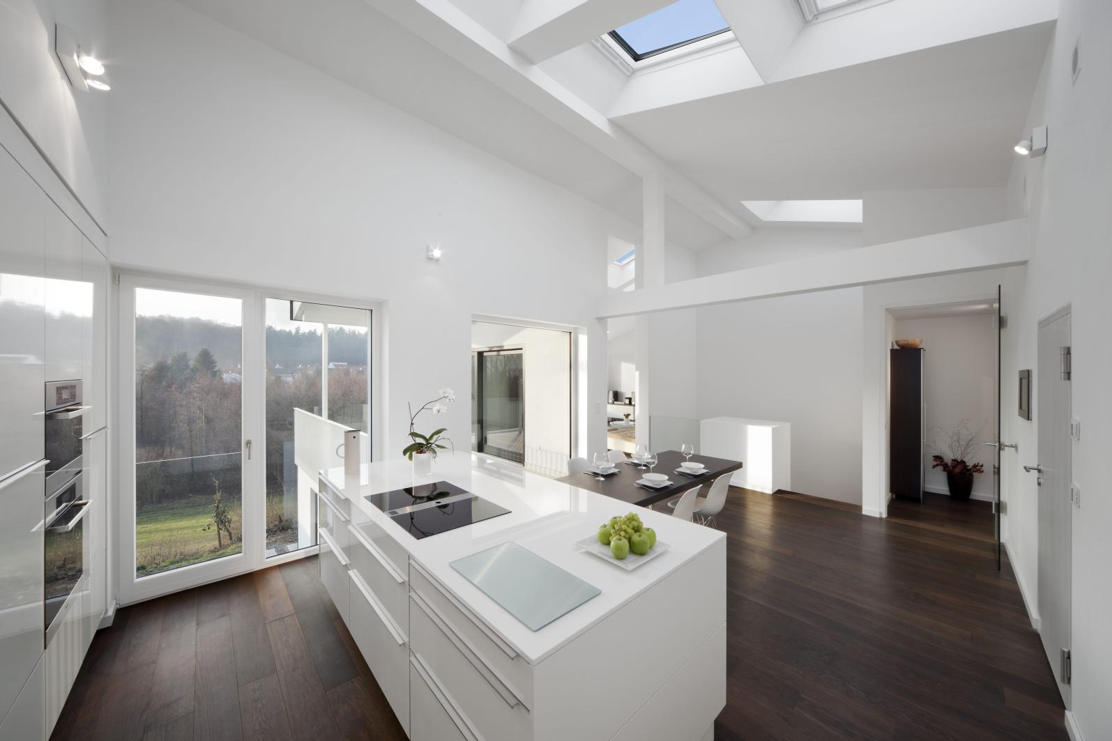 k che mit hoher decke. Black Bedroom Furniture Sets. Home Design Ideas