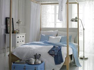 schlafzimmer mit modernem himmelbett. Black Bedroom Furniture Sets. Home Design Ideas