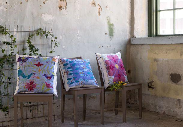 Farbtupfer Im Wohnraum: Bunte Kissen