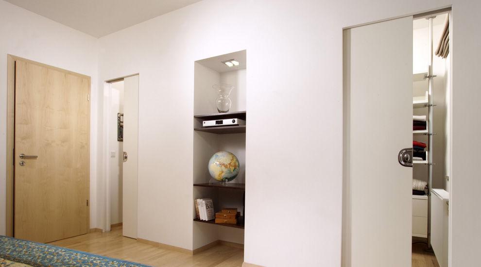 lassen sie nischen entstehen und schaffen platz. Black Bedroom Furniture Sets. Home Design Ideas